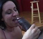 img_17131_big-tits-black-haired-chick-sucking.jpg