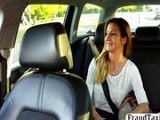 Taxifahrer fickt Kundin Sex im Taxi mit junges Girl