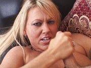 Schwanzhungrige reife Frau steht auf harten Sex. Geiler Privatporno